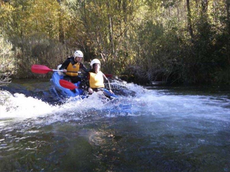 In canoa attraverso le rapide dell'Alto Tajo