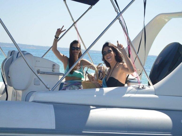 Amigas navegando