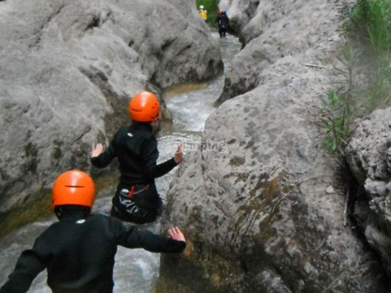尝试峡谷漂流