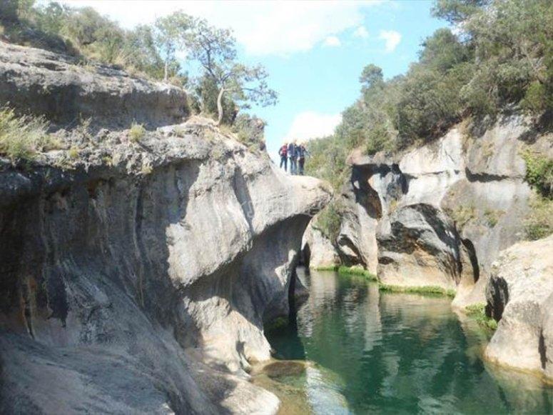 Descubriendo pozas de aguas turquesas en tierras conquenses