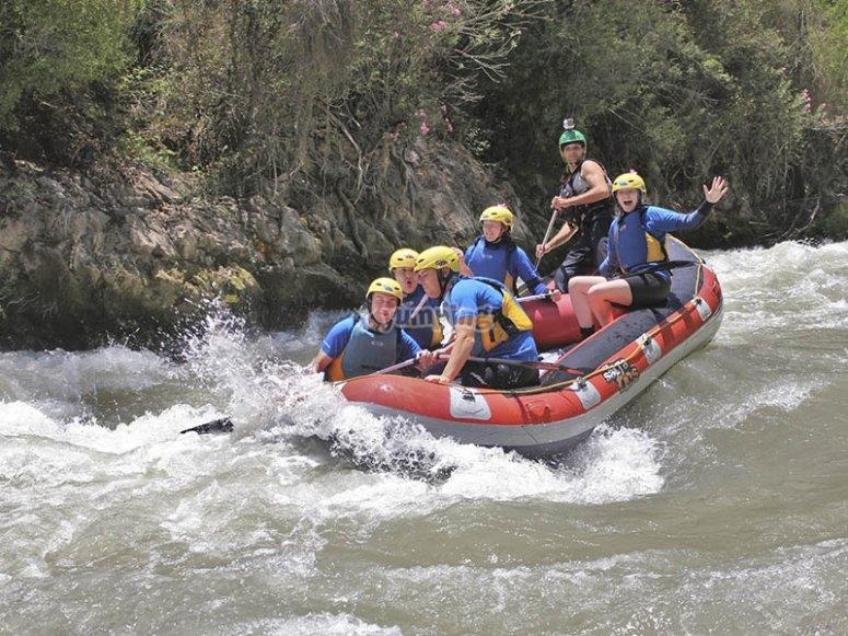Atravesando rápidos en el río Guadalfeo