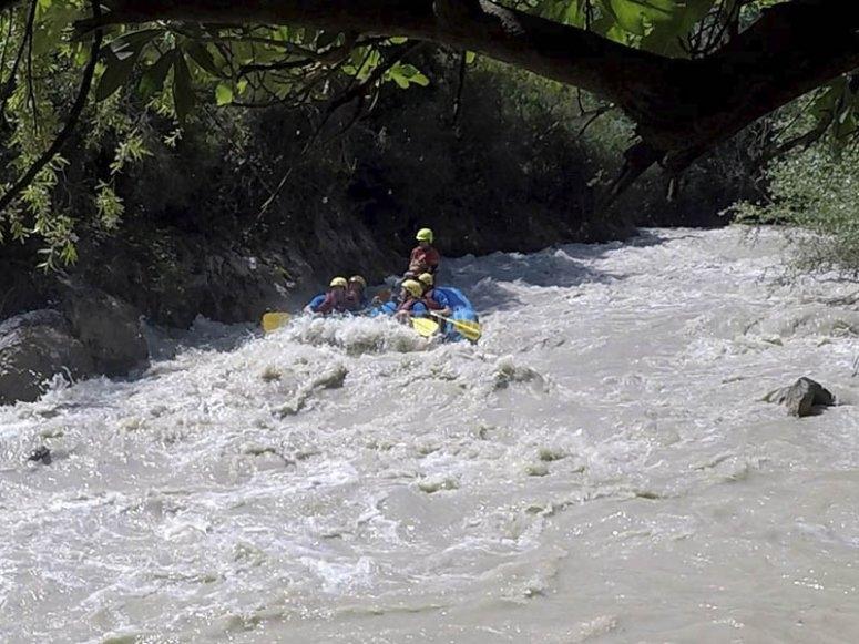Liberando adrenalina en rafting