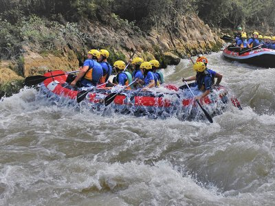 Family rafting on the Guadalfeo river in Órgiva