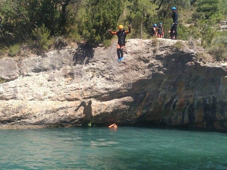在Somosierra的天然泳池中降温