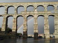 Acueducto y arcoiris