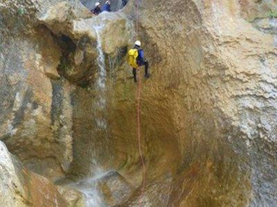 瓜拉山脉的马斯昆峡谷漂流 4 小时