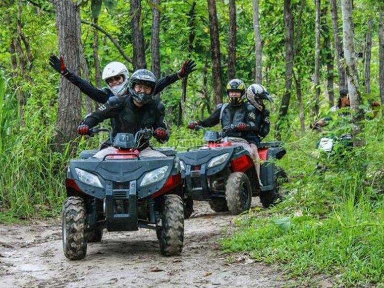 四轮摩托车越野赛