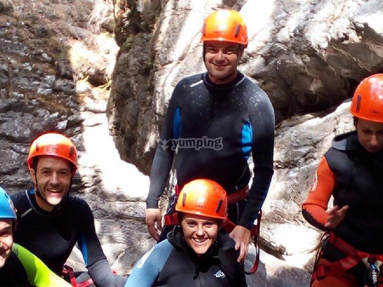 与朋友共享一日游峡谷