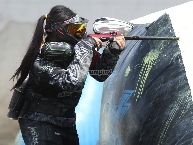 Crossfire in a paintball game