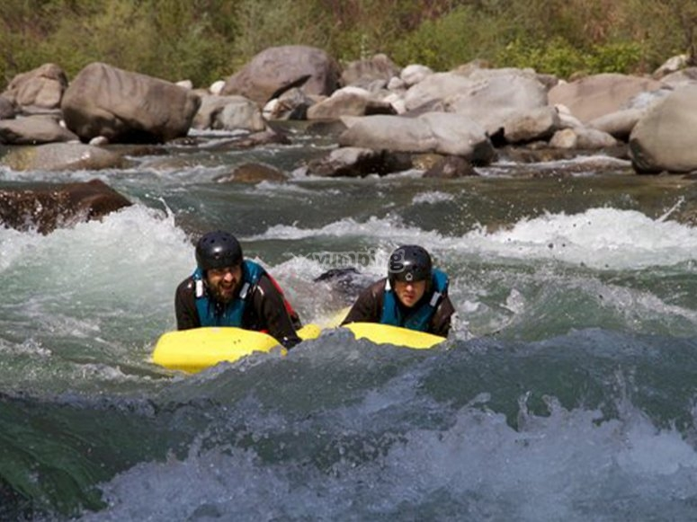 Crossing rapids in hydrospeed