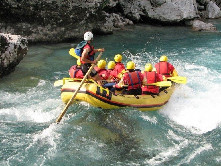 乘坐加龙河的激流