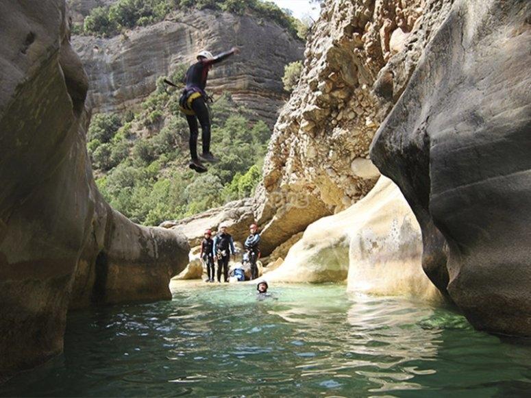 Estarón山沟的峡谷探险