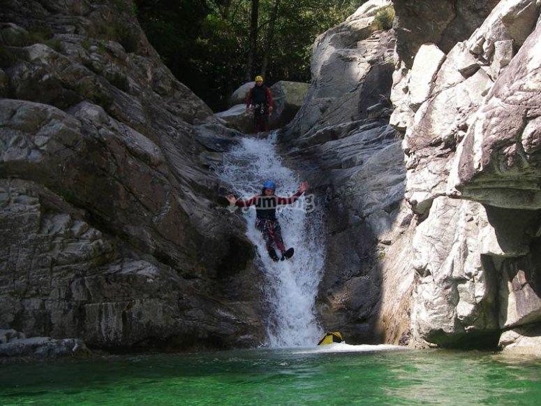 Estarón溪降峡谷
