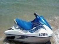 jet ski sulla riva.jpg