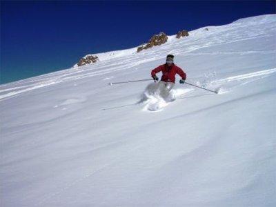 内华达山脉2人的滑雪道2小时