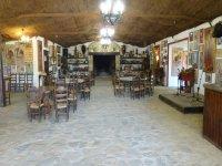 Salón Santa María con capacidad para 180 personas