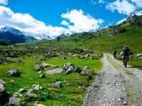 Salida en bici por el camino en Andorra