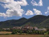 Volo in parapendio sulle città della Navarra