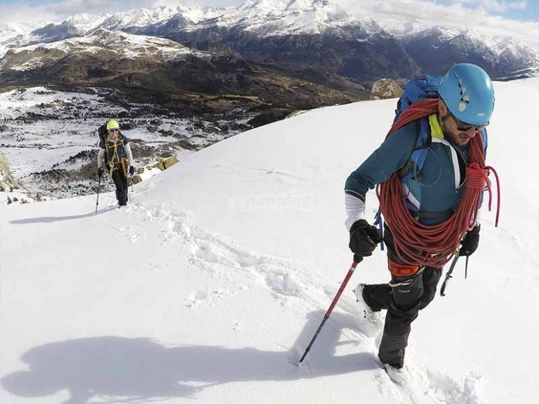 Snowshoeing through the Tena Valley