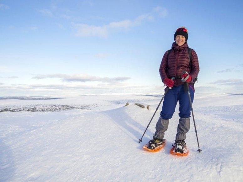 进行雪靴行走