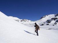 进行雪靴探险