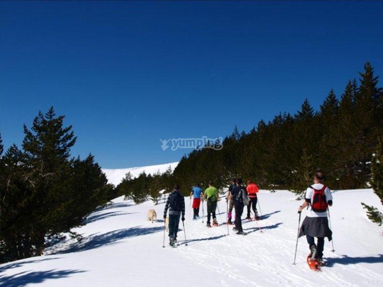 用雪靴了解埃斯波特的艾瓜斯托塔斯国家公园和圣毛里西奥湖