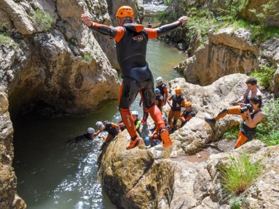 Barranquismo en cañón de río Blanco en Calomarde