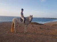 Amazona a caballo en Fuerteventura