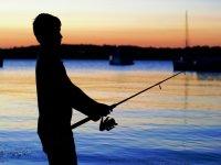 Pescando durante el atardecer