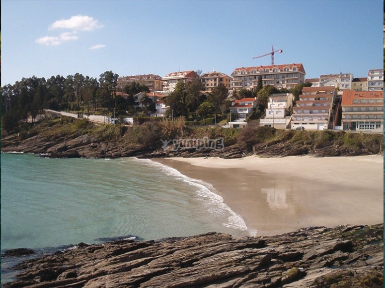 游览Caneliñas海滩