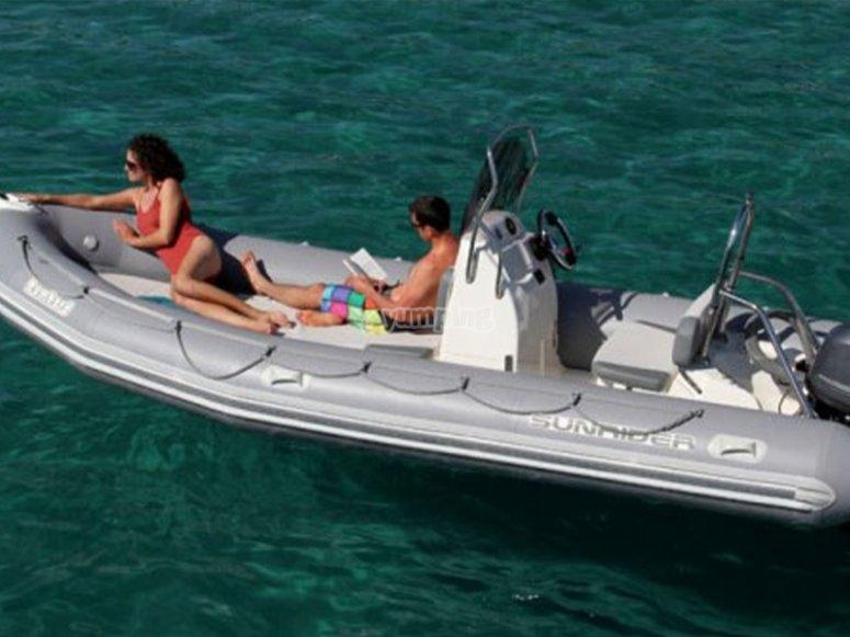 小船租赁在Sanxenxo没有许可证的