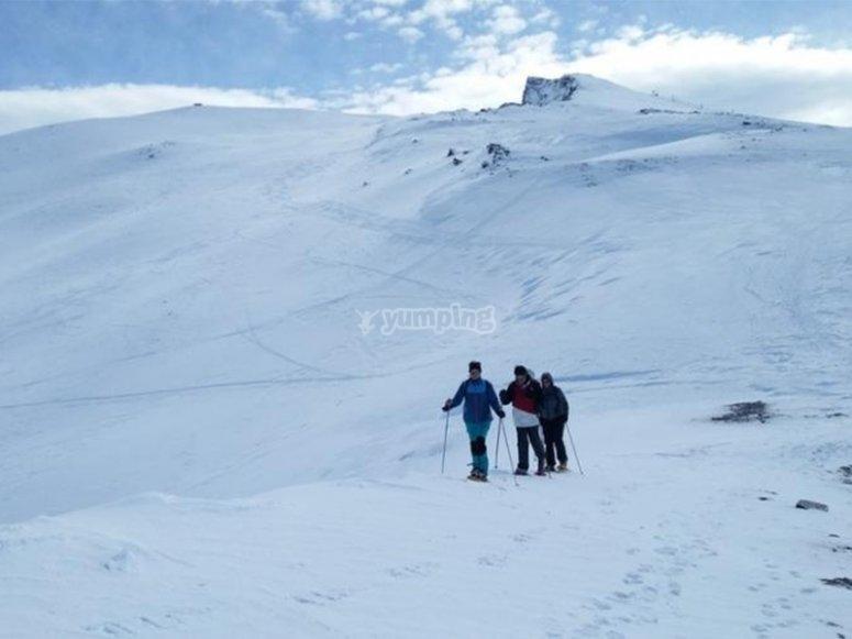 探索内华达山脉与雪鞋