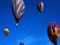 diversi voli in mongolfiera nel cielo.jpg