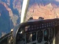interno di un elicottero con lo sfondo mountain.jpg