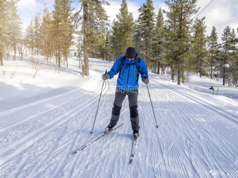 Enjoying a cross-country skiing route