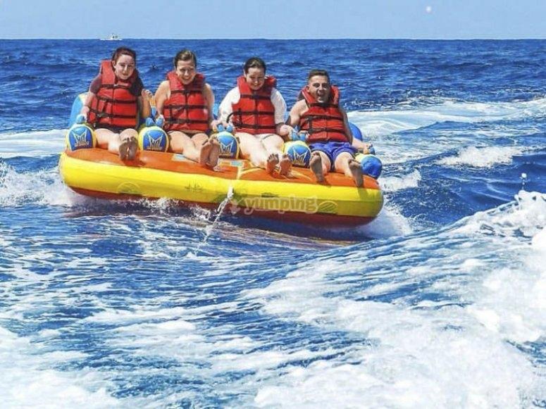 Cavalcare l'oceano con tubo gonfiabile 4G