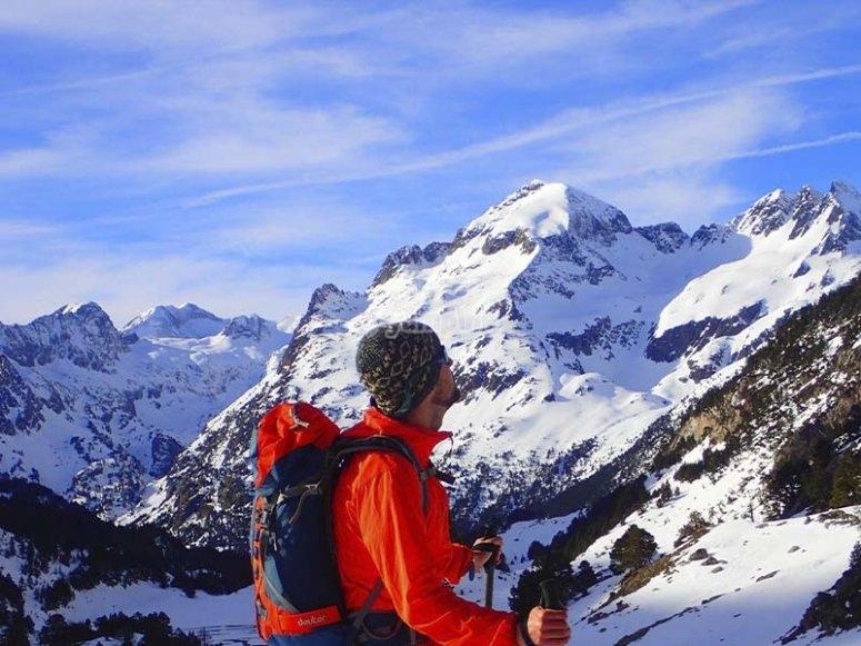 Conociendo el valle de Tena con raquetas de nieve