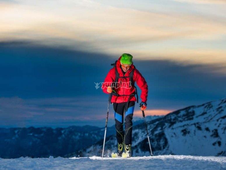 Listos para una ruta con raquetas de nieve nocturna