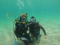 在塔拉戈纳潜水