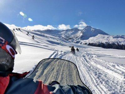 恩坎普(Encamp)两人座雪地摩托路线30分钟