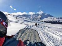 通过雪地摩托了解比利牛斯山脉