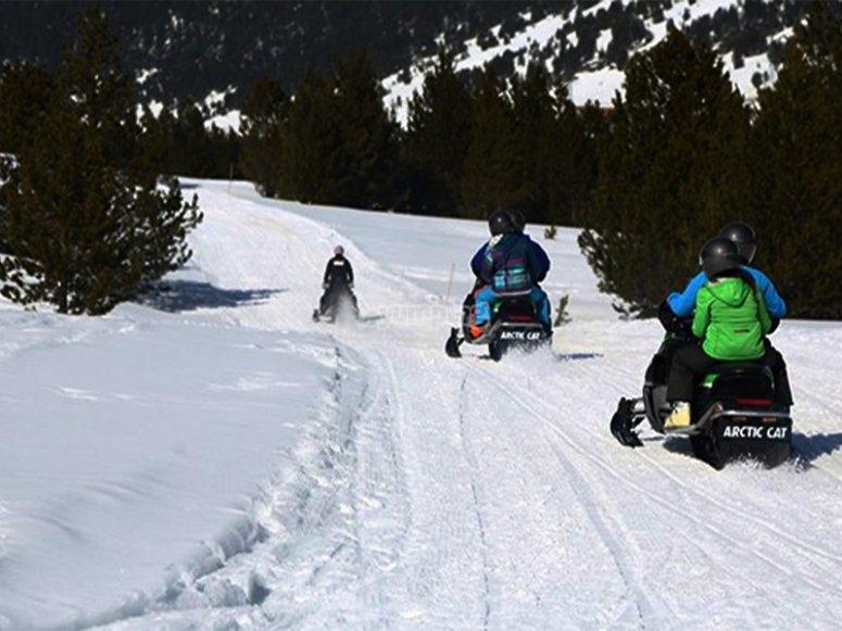 路线在Encamp中由雪地车