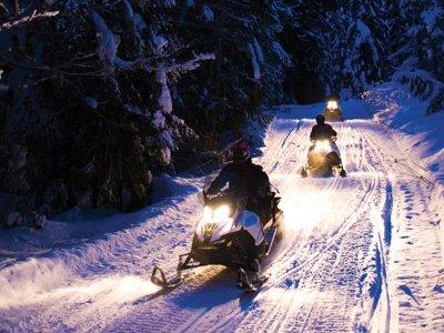 两人座夜间雪地摩托路线和营地晚餐