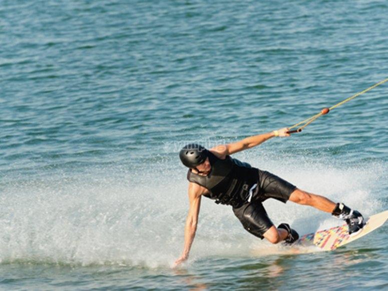 Godersi una giornata di wakeboard