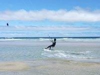 享受下午的风筝冲浪