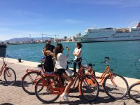 Guardare la crociera sulla Costa del Sol dalla bici