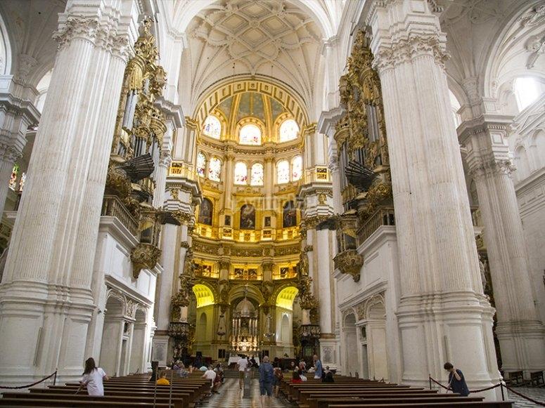格拉纳达大教堂的引导游览