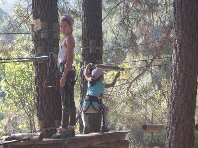 3 至 6 岁儿童 S. Pablo de los Montes 的滑索