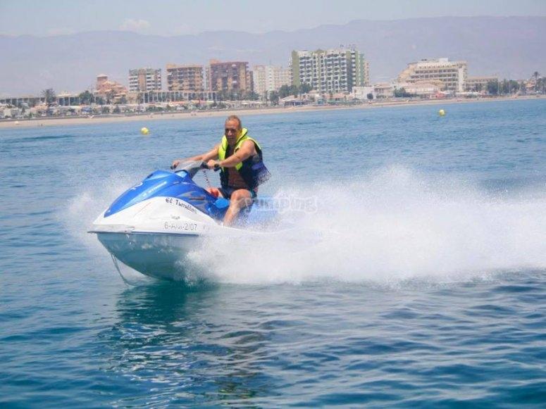 罗克塔斯的水上摩托艇