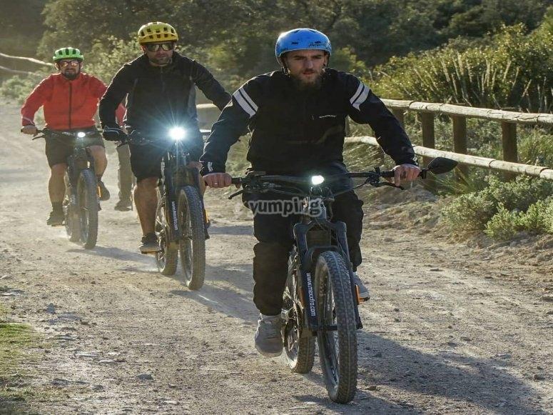 Percorrere un percorso in bicicletta guidato
